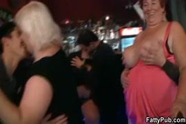 Sucking a bfs cock in a bar.