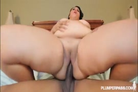 Thot with my fat ass wants it deep in bbw ass.