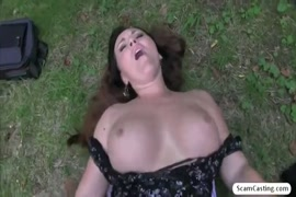 Cute girl shows her big ass and pussy in the park.