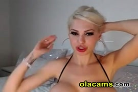 Hot blonde babe with sexy feet on webcam.