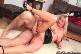 Hairy mommy likes her stepsons cock and gets mouth full of cum.