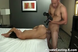Solo guy playing with his cock and playing with his ass.
