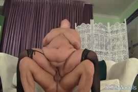 I cum on her fat ass for the first time