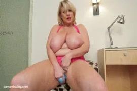 Bbw fucks her fat pussy with dildo